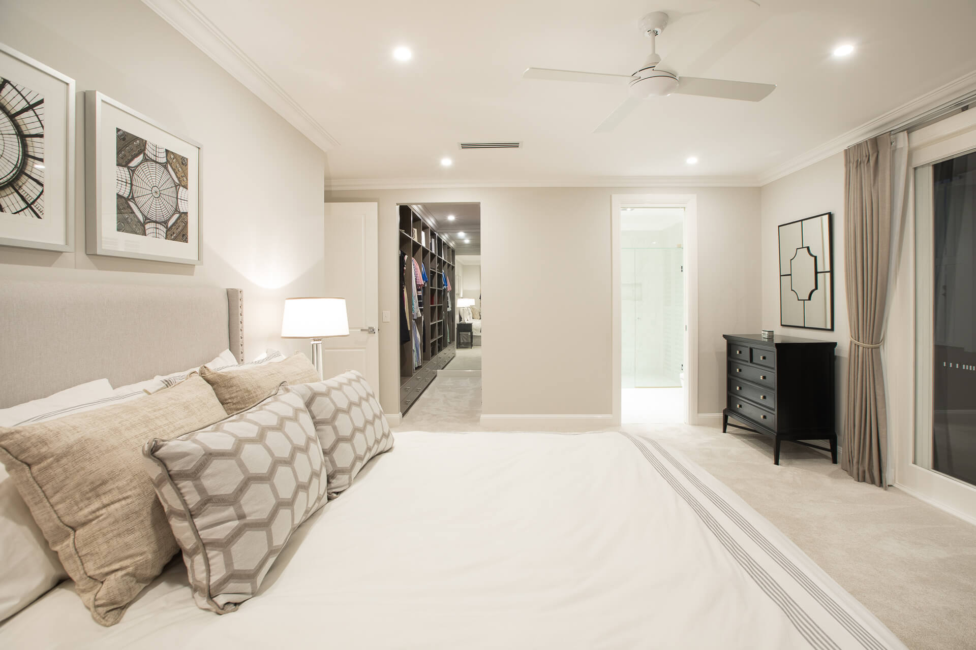 Master bedroom with ensuite and walk in wardobe