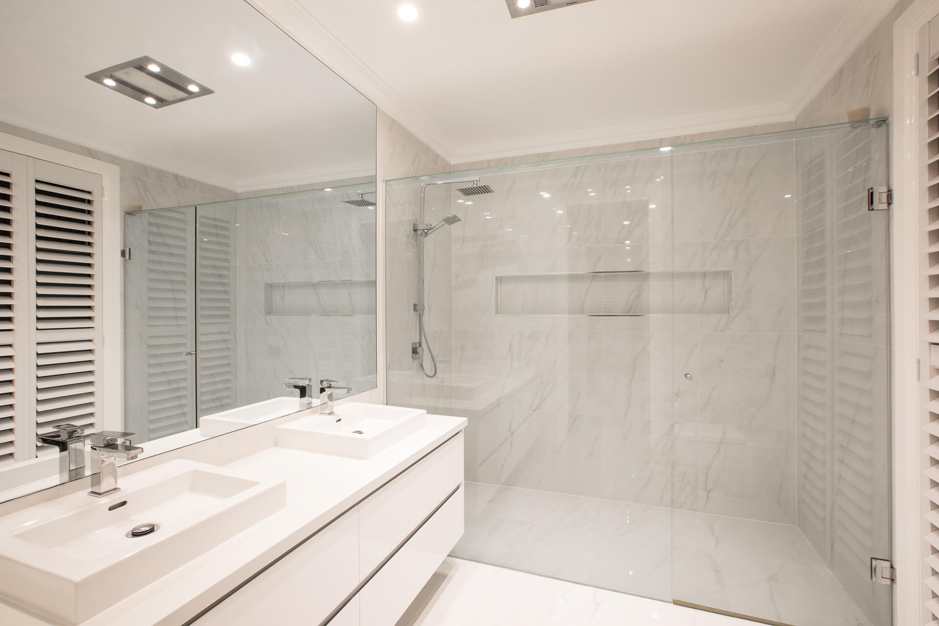 Large ensuite with marble